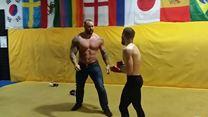 La Montagne de Game of Thrones fait du MMA contre Conor McGregor