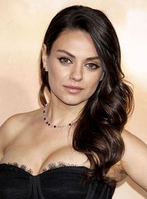 Mila Kunis - AlloCin&#... Ashton Kutcher And Mila Kunis