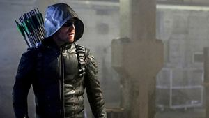 Arrow : les photos de la saison 5 révèlent le vilain Prometheus