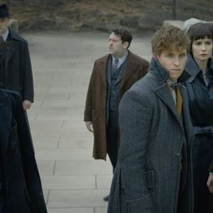 Les Animaux fantastiques : Les crimes de Grindelwald : Photo Callum Turner, Claudia Kim, Eddie Redmayne, Katherine Waterston, William Nadylam