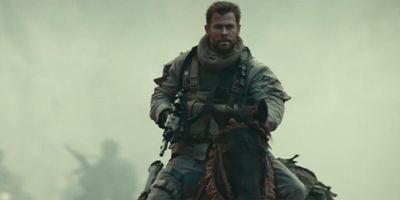 Chris Hemsworth à cheval avec une mitrailleuse dans la bande-annonce de 12 Strong