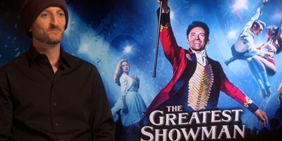 Il a fait chanter et danser Hugh Jackman : rencontre avec le réalisateur de The Greatest Showman