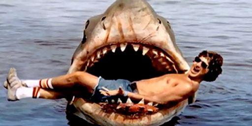 Oserez-vous la baignade ? 20 affiches de films de requins monstrueux