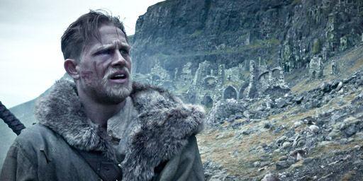 De l'entraînement de Charlie Hunnam à la conception de l'épée... 5 choses à savoir sur Le Roi Arthur