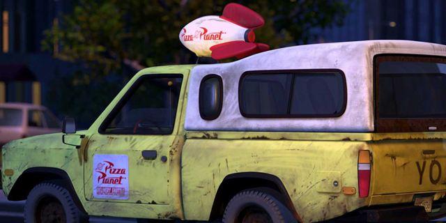 De Toy Story à Coco, les 20 apparitions du camion Pizza Planet dans les films Pixar