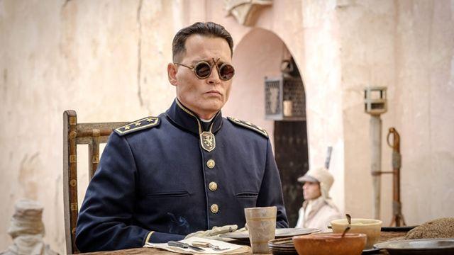 Bande-annonce Waiting For The Barbarians : Johnny Depp et Robert Pattinson dans un drame historique