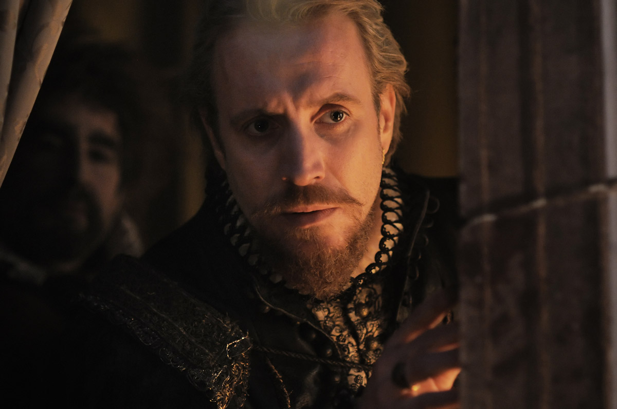 Anonymous : photo Rhys Ifans, Roland Emmerich
