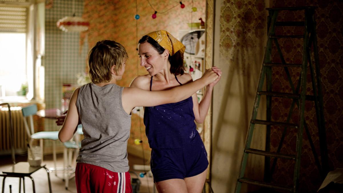 Üvey Annesine Tecavüz Eden Genç  O Sahneler