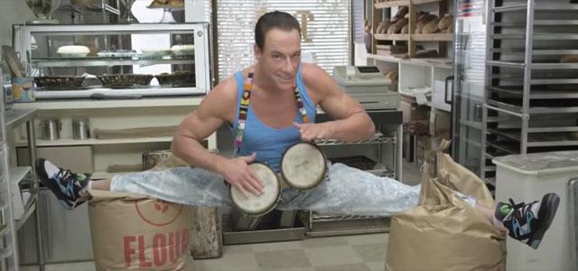 Jean Claude Van Damme Avec Son Chihuahua: Jean-Claude Van Damme Roi Des Bongos Pour Une Pub