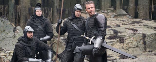 Jude Law, Charlie Hunnam, David Beckham... De nouvelles images du Roi Arthur