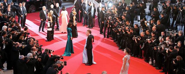"""""""Voir Cannes et survivre"""" : une plongée dans les dessous du festival par Carlos Gomez"""