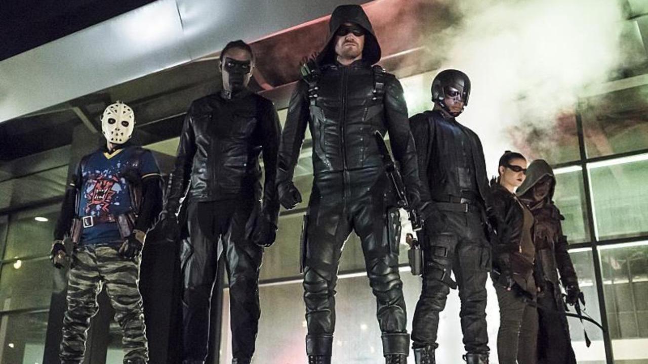 Arrow : l'un des héros quitte la série en cours de saison 7 [SPOILERS]