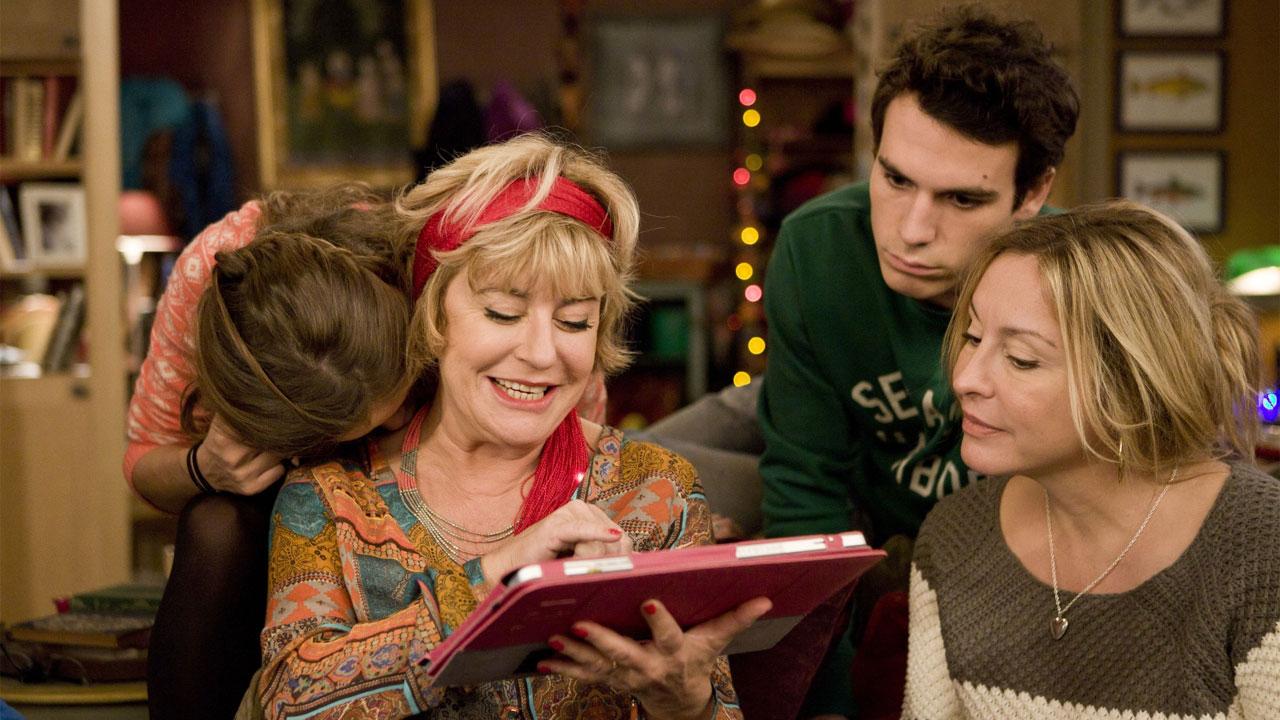 En famille : cadeaux coquins et demande en mariage dans la bande-annonce du Prime de Noël
