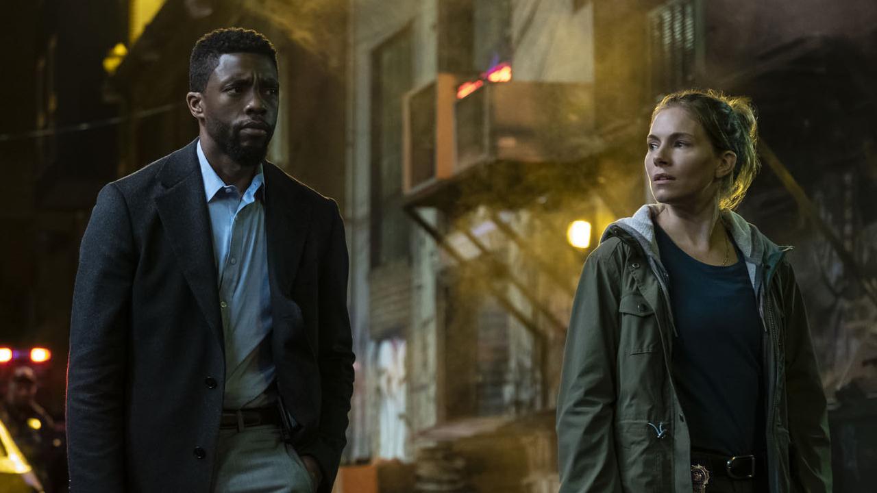 Chadwick Boseman : il a donné une partie de son cachet à Sienna Miller sur Manhattan Lockdown