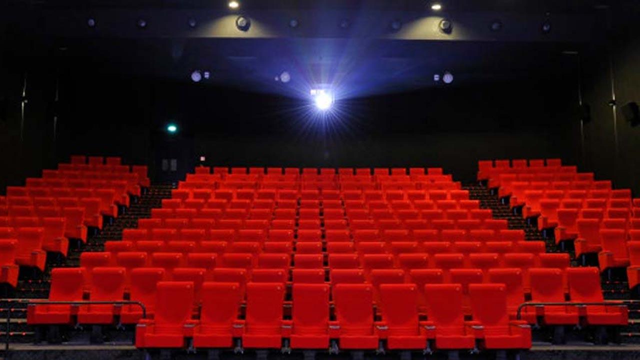 """Pass sanitaire au cinéma : réalisateurs, distributeurs et producteurs dénoncent un """"assassinat"""""""
