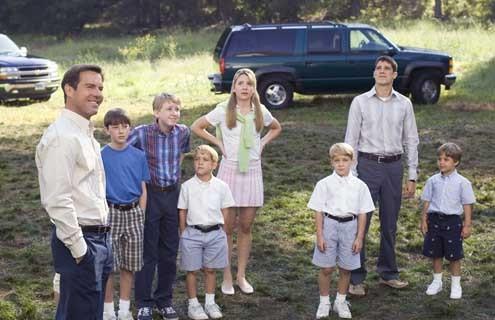 Une Famille 2 en 1 : Photo Bridger Palmer, Dean Collins, Dennis Quaid, Katija Pevec, Sean Faris