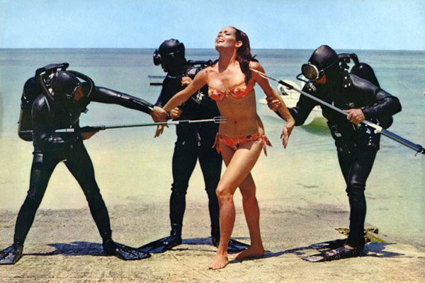 Opération Tonnerre : Photo Ian Fleming, Martine Beswick, Terence Young