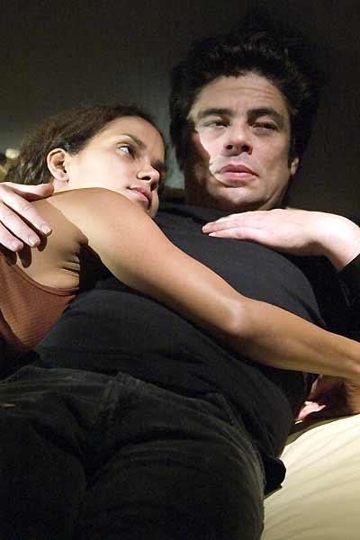 Nos souvenirs brûlés : Photo Benicio Del Toro, Halle Berry, Susanne Bier