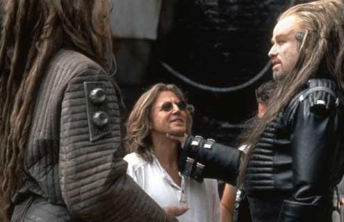 Terre champ de bataille : Photo John Travolta, Roger Christian