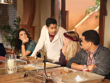 Photo Gillian Zinser, Manish Dayal, Shenae Grimes, Tristan Wilds