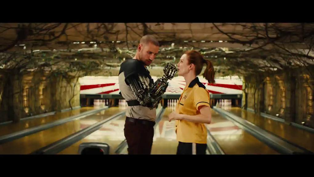 """Après """"The Big Lebowski"""", Julianne Moore confirme son goût pour le bowling"""