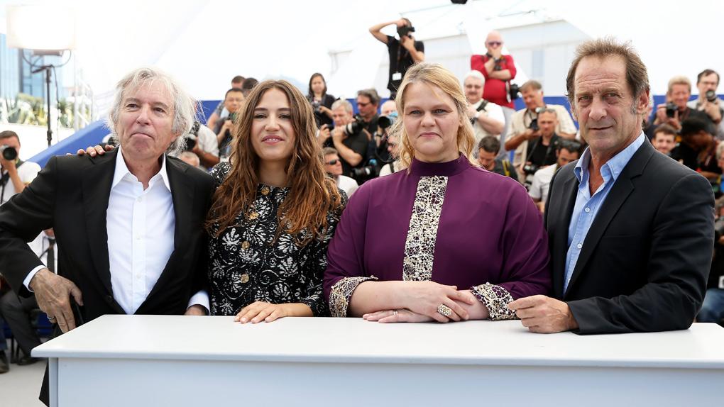 L'équipe de Rodin pose devant les photographes à Cannes