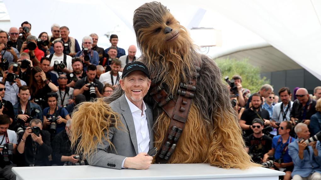 """Ron Howard et Chewbacca au photocall de """"Solo"""""""