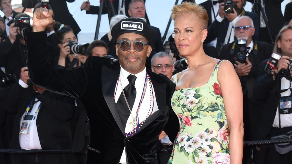 Spike Lee et sa femme Tonya Lewis Lee lors de la montée des marches de la cérémonie de clôture