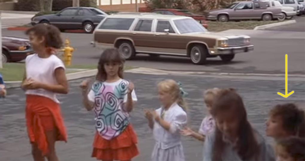 Jennifer Aniston dans Mac et moi (1988)