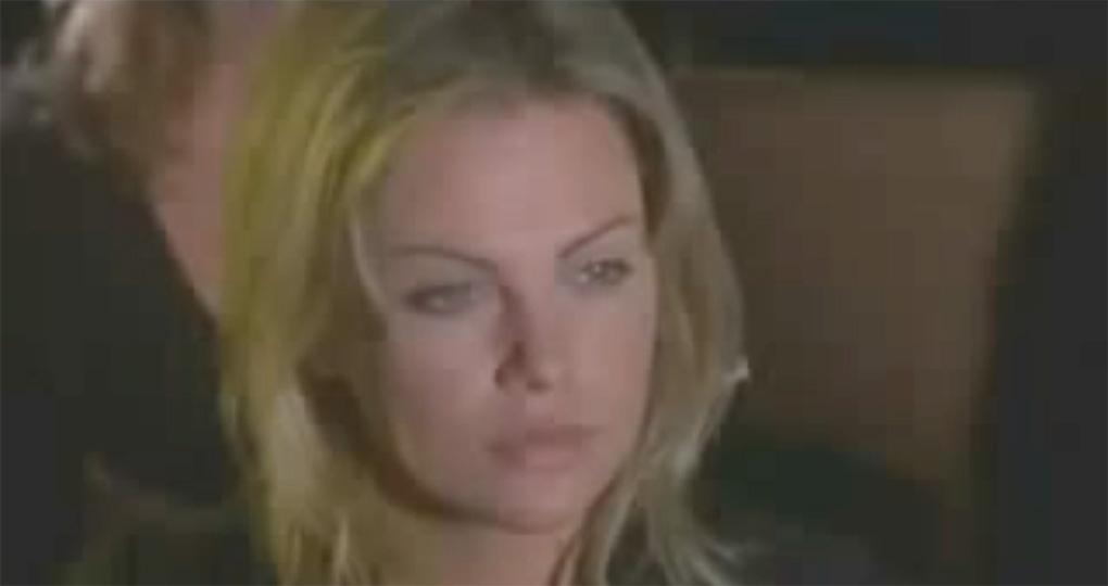 Charlize Theron dans Les démons du maïs (1995)
