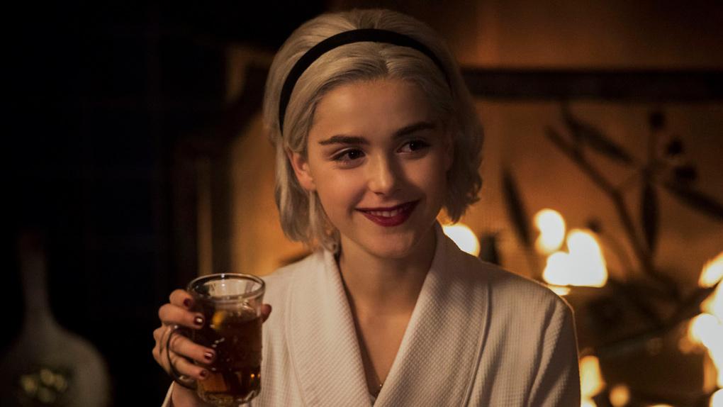 Kiernan Shipka (Sabrina) dans l'épisode de Noël