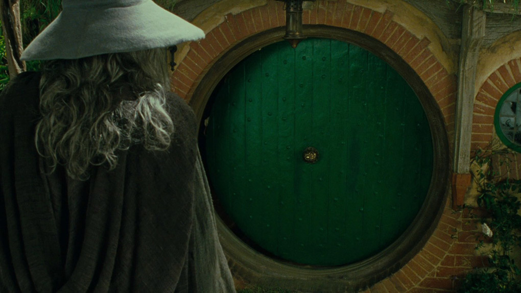 Qui habite derrière cette porte ?