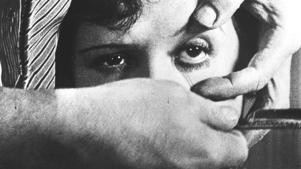 """L'oeil de la jeune femme dans """"Un chien andalou"""" (1929)"""