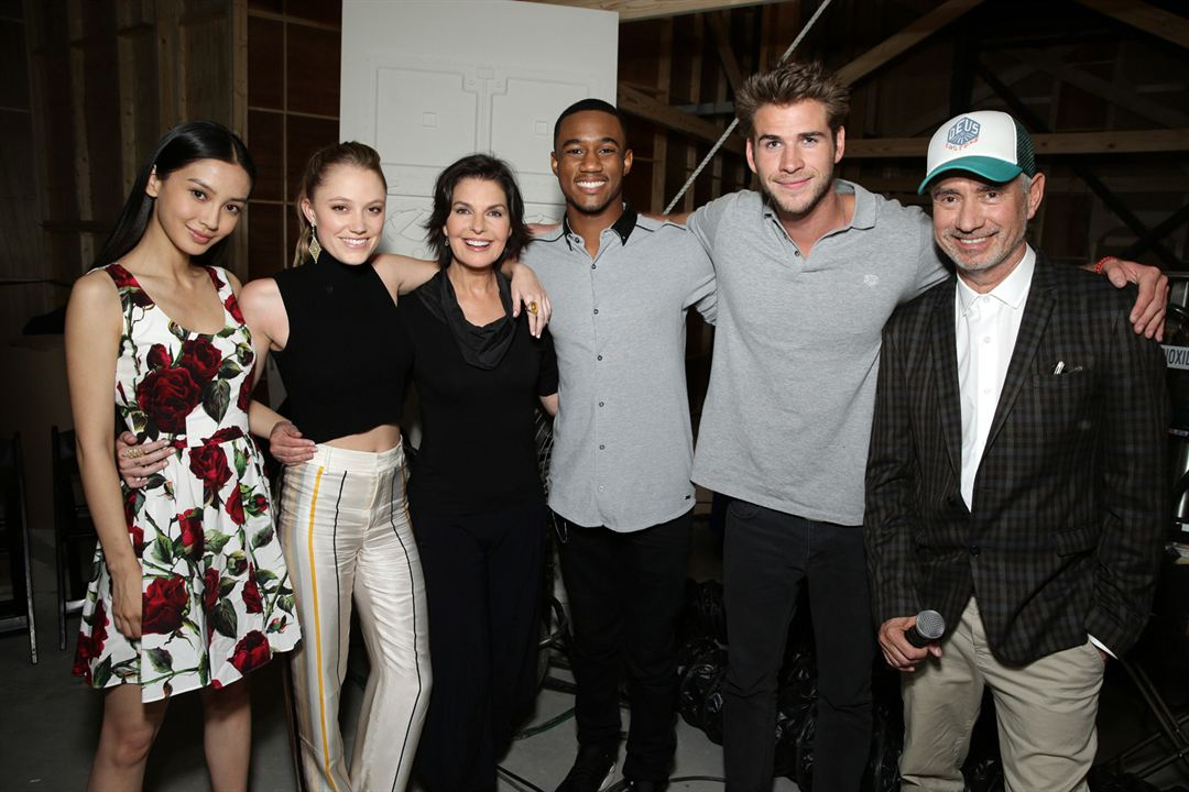 Independence Day : Resurgence : Photo promotionnelle Grace Huang, Jessie T. Usher, Liam Hemsworth, Maika Monroe, Roland Emmerich