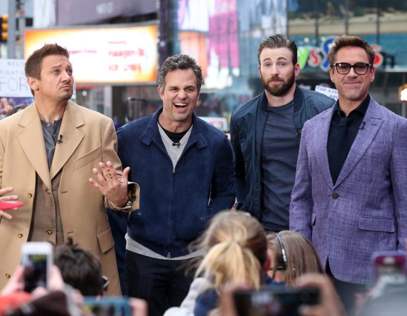 Avengers : L'ère d'Ultron : Photo promotionnelle Chris Evans, Jeremy Renner, Mark Ruffalo, Robert Downey Jr.