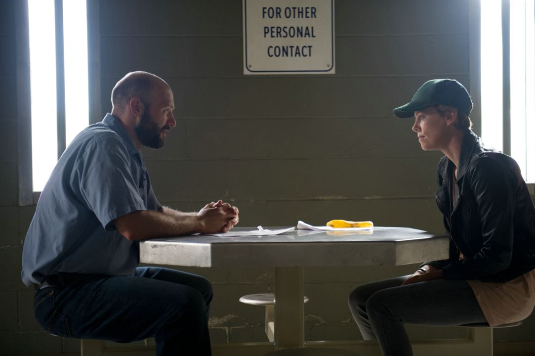 Dark Places : Photo Charlize Theron, Corey Stoll