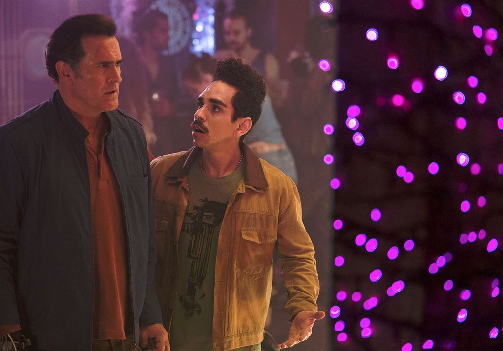 Photo Bruce Campbell, Ray Santiago