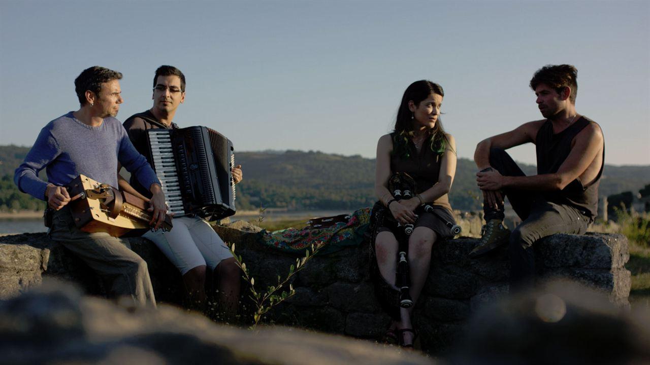 The Music of Strangers : Photo
