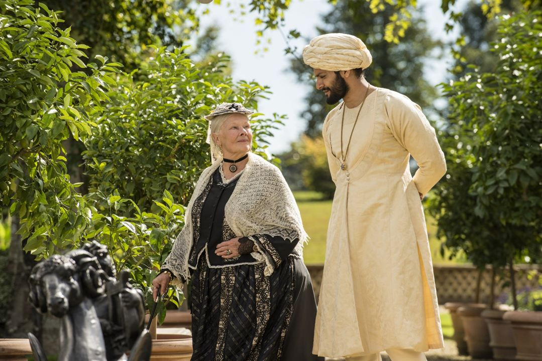 Confident Royal : Photo Ali Fazal, Judi Dench
