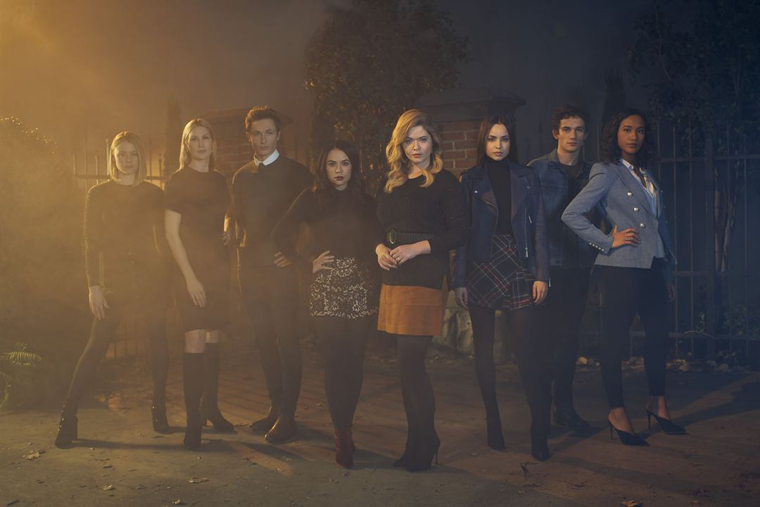 Photo Eli Brown, Graeme Thomas King, Hayley Erin, Janel Parrish, Kelly Rutherford