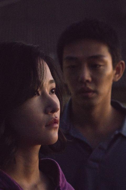 Burning : Photo Jeon Jong-seo, Yoo Ah-In