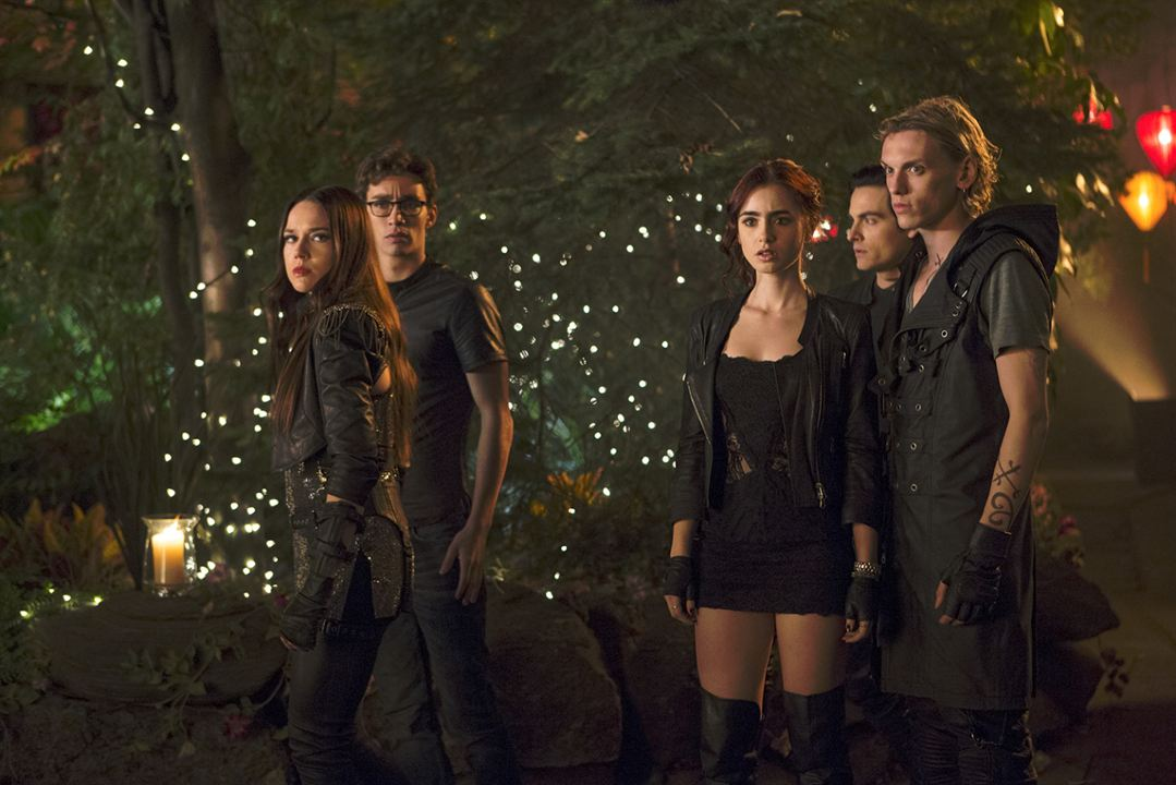 The Mortal Instruments : La Cité des ténèbres : Photo Jamie Campbell Bower, Jemima West, Kevin Zegers, Lily Collins, Robert Sheehan