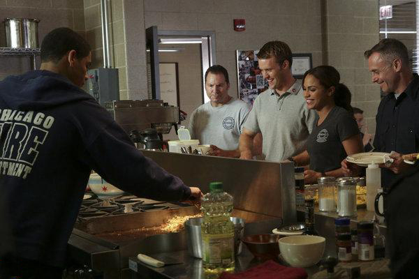 Photo Charlie Barnett, David Eigenberg, Jesse Spencer, Monica Raymund