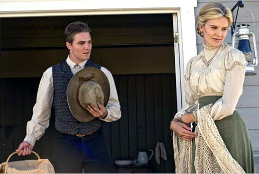 Photo Maggie Grace, Stephen Amell