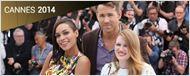 Cannes 2014 : Rosario Dawson et Ryan Reynolds font le show devant les photographes !