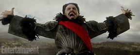 Pan : Hugh Jackman méconnaissable (et un peu flippant) en Barbe-Noire sur les premières photos !
