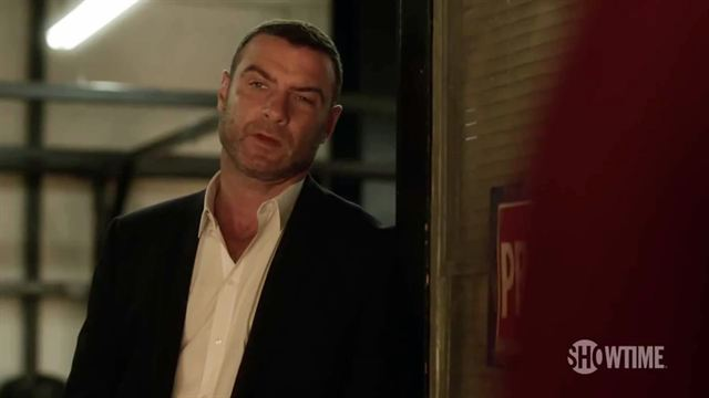 ray donovan la s rie perd son showrunner news s ries allocin. Black Bedroom Furniture Sets. Home Design Ideas