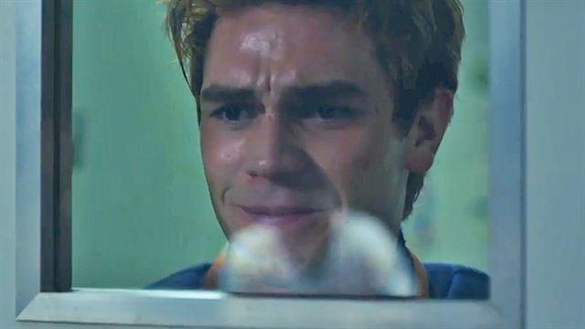 """Riverdale - saison 2 - épisode 1 VF """"Mon père est blessé"""""""