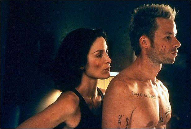Memento : photo Carrie-Anne Moss, Christopher Nolan, Guy Pearce