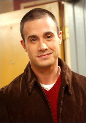 Friends : photo Freddie Prinze Jr.